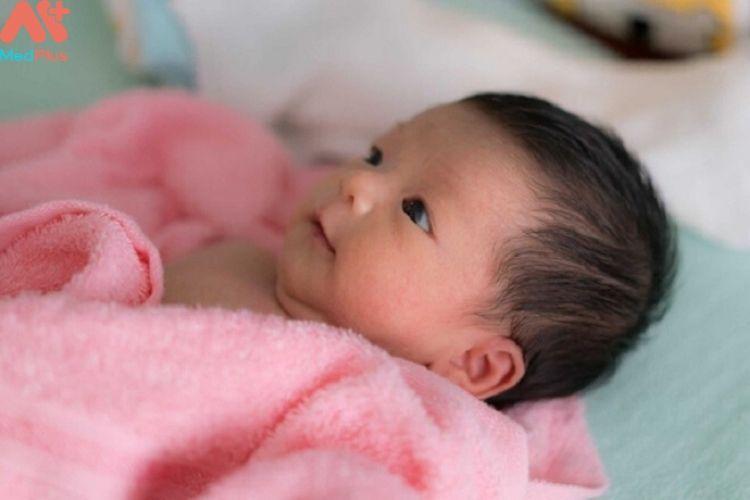 Những lưu ý chăm sóc trẻ sơ sinh dưới 1 tháng tuổi